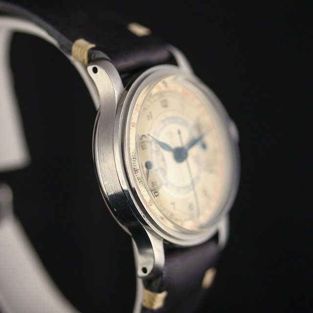 Abercrombie_Fitch_Chronograph_Steel_-_1940s_leftside